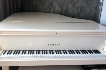 Yamaha disklavier Mark III белый